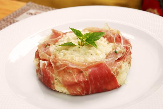 Risoto com queijo de cabra cremoso e presunto de Parma
